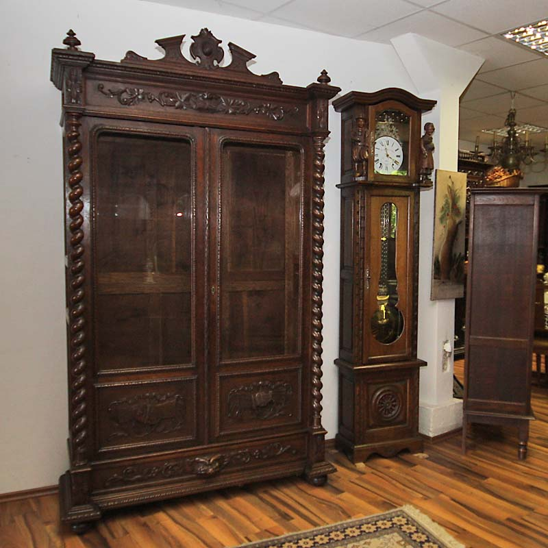schr nke antik vitrinen antik antik la flair antike. Black Bedroom Furniture Sets. Home Design Ideas
